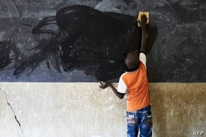 A young boy cleans the blackboard at a school in Segou, Mali, Oct 1, 2019. –Courtesy photo