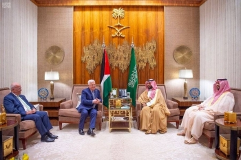 Crown Prince held official talks with Abbas. SPA
