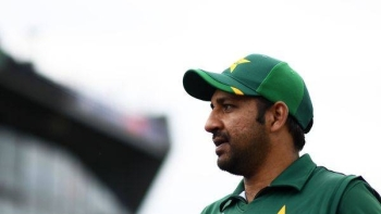 Pakistan have sacked Sarfaraz Ahmed as their captain across all formats, naming Azhar Ali on Friday as the new Test skipper and putting Babar Azam in charge of the Twenty20 squad.