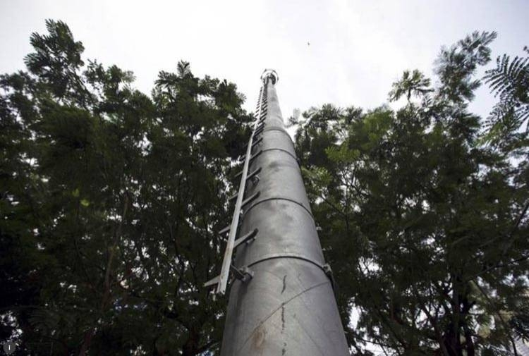 A celltower installed in a public park is pictured in Mumbai March 26, 2015. — Reuters