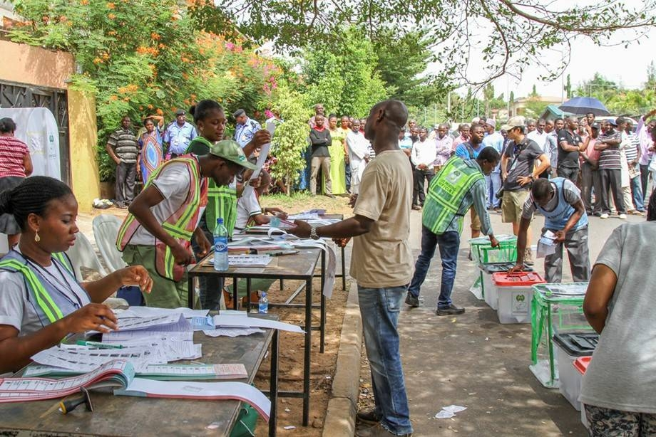Sporadic violence marred polls in two key Nigerian states Saturday despite a heavy security presence after a bloody run-up to the elections.