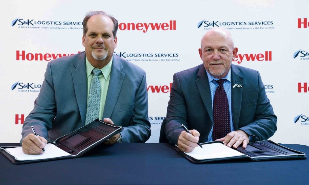 Jim Currier (left), president, Europe, Middle East, Africa, and India at Honeywell Aerospace and John Sims, president of S&K Logistics Services sign a new deal Sunday at Dubai Airshow