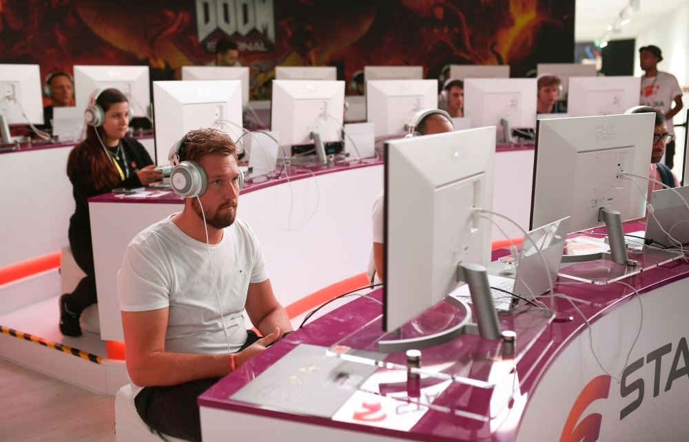 Visitors play the cloud-game based