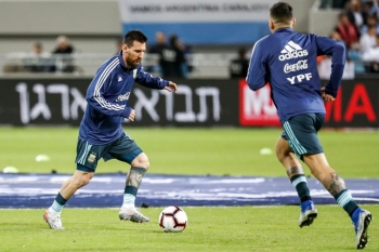 Argentina's forward Lionel Messi (L) dribbles a ball while warming up ahead of the friendly football match between Argentina and Uruguay at the Bloomfield stadium in the Israeli coastal city of Tel Aviv on Monday. — AFP