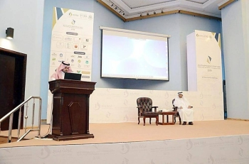 Acting Undersecretary of the Ministry of Industry and Mineral Resources for Mineral Resources Ahmed Bin Muhammad Faqih addresses an open meeting at the headquarters of Yanbu Chamber of Commerce and Industry (YCCI) on Tuesday. — Courtesy photo