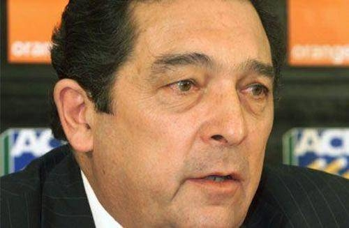 The crisis in South African cricket deepened on Thursday as former chief executive Ali Bacher, seen in this file photo, called on incumbent Thabang Moroe to quit.