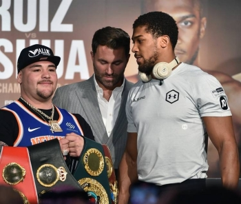 Mexican-American heavyweight boxing champion Andy Ruiz Jr (L) Eddie Hearn (C) and British heavyweight boxing challenger Anthony Joshua (R) are pictured during their press conference in Diriyah in the Saudi capital Riyadh, on Wednesday, ahead of the upcoming