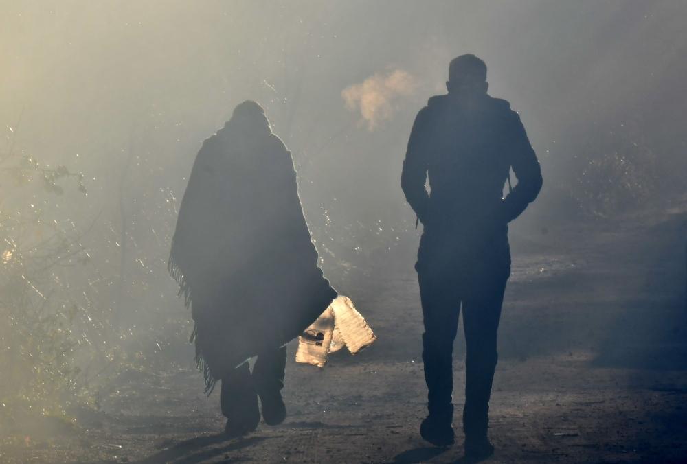 Illegal migrants leave improvised camp