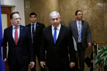 Israeli Prime Minister Benjamin Netanyahu, center, arrives at the weekly Cabinet meeting in Jerusalem in this Dec. 8, 2019 file photo. — AFP