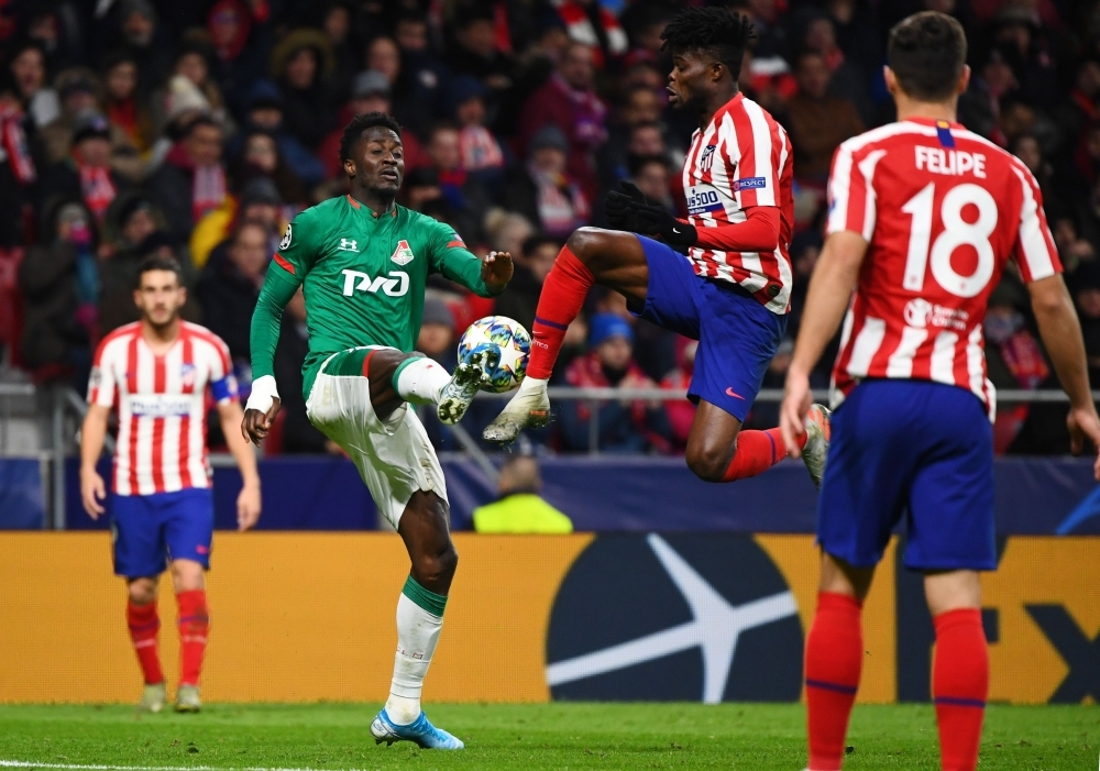 Lokomotiv Moscow's Portuguese forward Eder, left, vies with Atletico Madrid's Ghanaian midfielder Thomas Partey during the UEFA Champions League football match between Club Atletico de Madrid and Lokomotiv Moscow at the Wanda Metropolitano stadium in Madrid on Wednesday. — AFP
