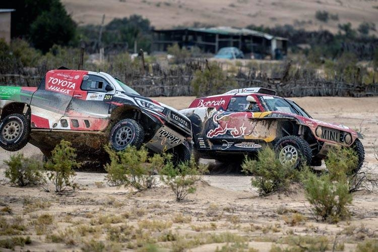 Yazeed Al-Rajhi and Carlos Sainz duel in the desert on Friday.