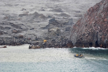 This handout photo released on Friday by the New Zealand Defense Force shows elite soldiers taking part in a mission to retrieve bodies from White Island after the Dec. 9 volcanic eruption, off the coast from Whakatane on the North Island. — AFP