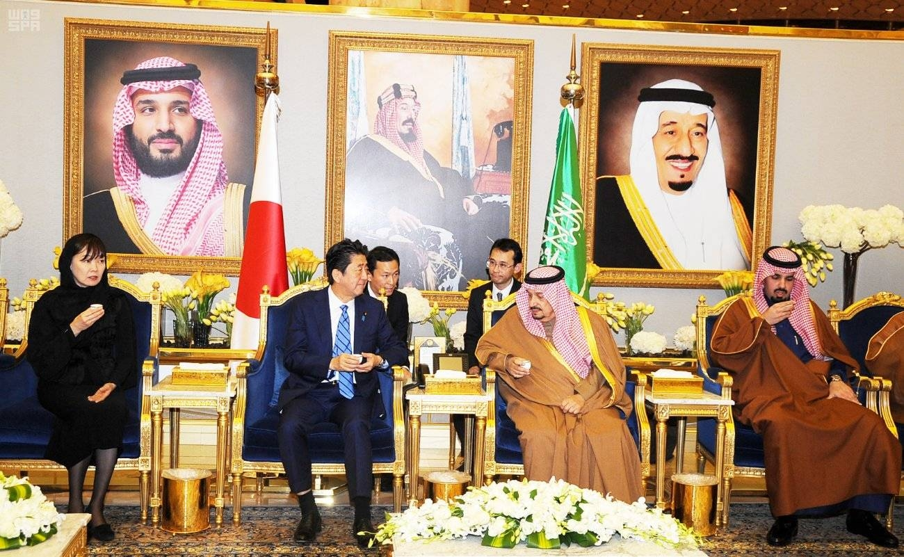 Japanese Prime Minister Shinzo Abe arrives in Riyadh's King Khalid International Airport and is received by Emir of Riyadh Prince Faisal Bin Bandar, among others. - SPA