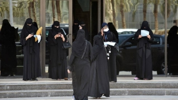Saudi female driving trainees gather at the entrance of the Saudi Driving School (SDS) in Riyadh on Jun.24, 2019.  – (AFP)
