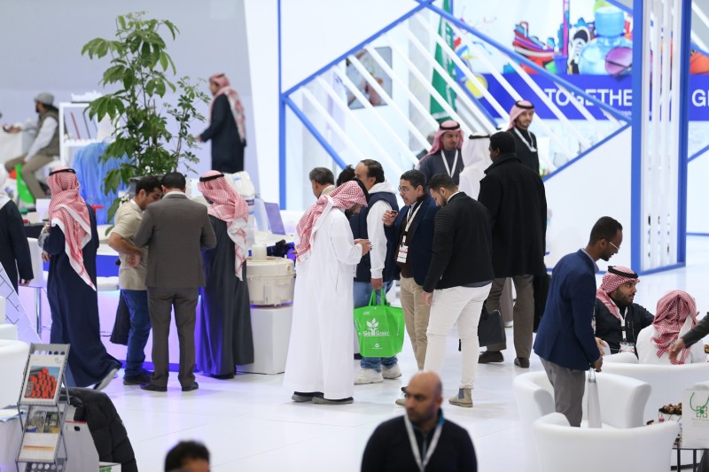Hundreds of exhibitors in the Kingdom attract thousands of specialized visitors, businessmen, project developers, dignitaries and decision-makers from various industrial sectors