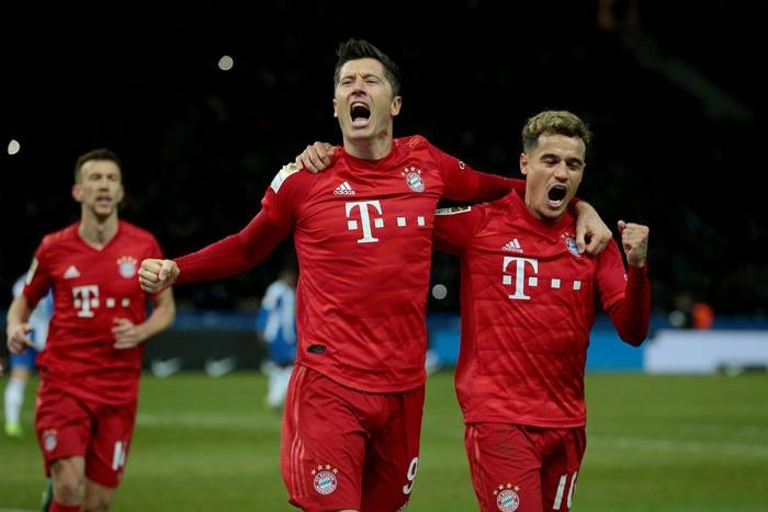 Lewandowski and Coutinho celebrate after a goal as Bayern Munich climbed to second in the Bundesliga Sunday with a 4-0 romp at Hertha Berlin to trim RB Leipzig's lead to four points. - AFP