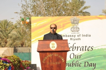 Indian Ambassador Dr. Ausaf Sayeed addressing the community.