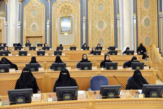The Shoura Council on Monday called on the Ministry of Commerce to coordinate with the relevant authorities to carry out a study about the possibility of retaining the fee for expatriates and their dependents at the level of 2019 for the fiscal year of 2020.