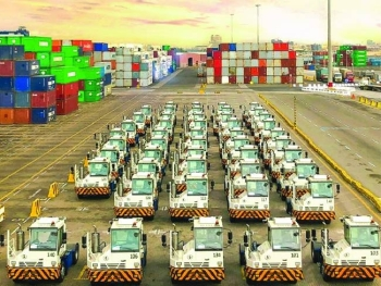 Red Sea Gateway Terminal (RSGT) announced the arrival of the first consignment of new advanced terminal equipment, which includes terminal trucks and trailers.