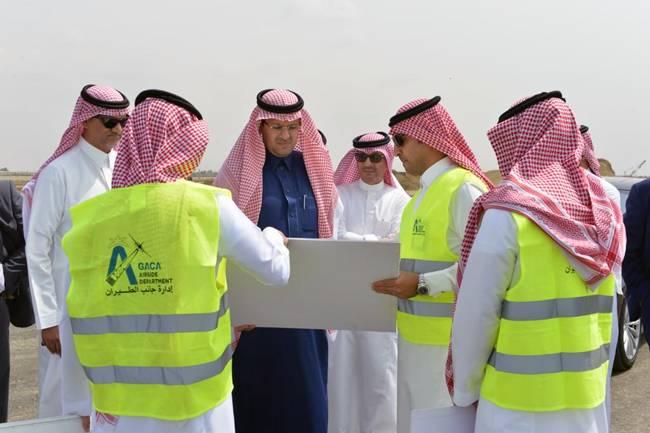 Prince Mohammed Bin Abdulaziz Bin Mohammed, deputy emir of Jazan region, accompanied by President of the General Authority of Civil Aviation (GACA) Abdulhadi Al-Mansouri, inspected the new King Abdullah Bin Abdulaziz Airport project.