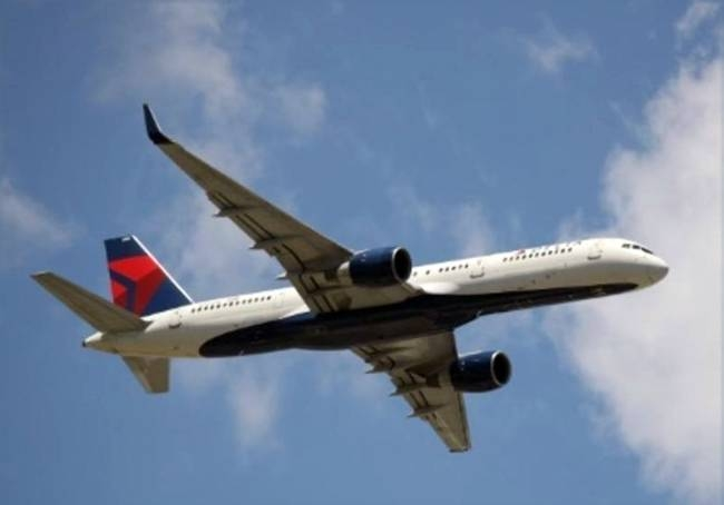 Delta Air Lines said Friday it plans to invest $1 billion over the next decade to reduce its emissions, the first major airline to make such a commitment.