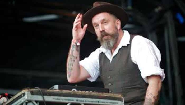 Weatherall was acclaimed for his remixes of Primal Scream's 1990 hit