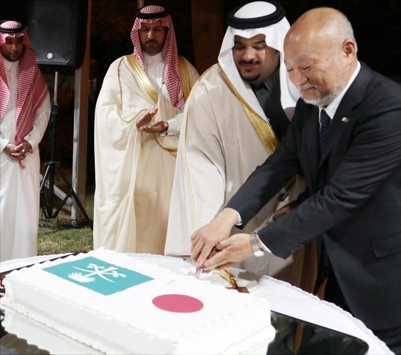 Deputy Governor of Riyadh Region Prince Mohammed Bin Abudlrahman Bin Abdulaziz and Japan's Ambassador Tsukasa Uemura partake in the cake cutting ceremony to mark the 60th birthday of Japan's Emperor Naruhito.