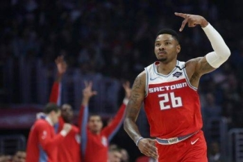 Sacramento Kings Kent Bazemore gestures after making a three-point basket during the second quarter in a game against the LA Clippers at Staples Center. — AFP