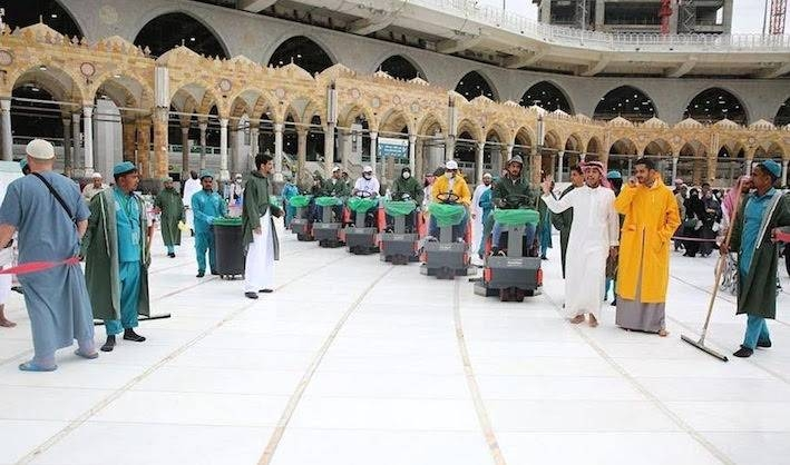 The Presidency for the Affairs of the Two Holy Mosques carries out washing and sterilizing the floors of the Grand Mosque four times daily as part of measures to ensure the safety of pilgrims and visitors.