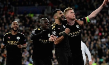 Kevin De Bruyne celebrates his goal with teammates as he orchestrates a dramatic Manchester City comeback on Wednesday as they stunned Real Madrid 2-1 at the Santiago Bernabeu to put one foot in the Champions League quarterfinals. — AFP