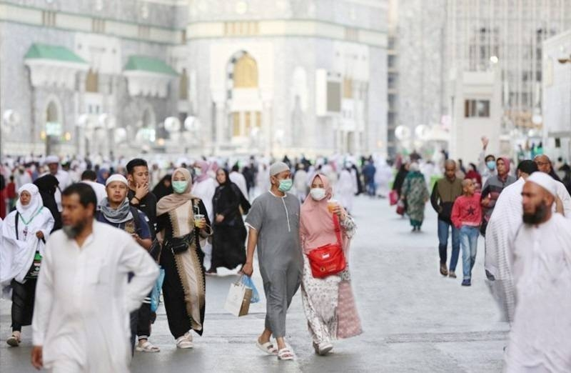 Saudi Arabia has suspended temporarily on Wednesday Umrah pilgrimage for Saudi citizens and expatriates in the Kingdom.