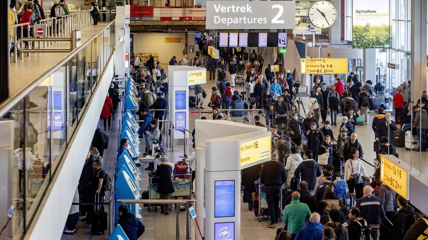 Passengers hoping to change their flights to the US wait in long lines at Amsterdam Airport Schiphol in the Netherlands in this file picture. — Courtesy photo