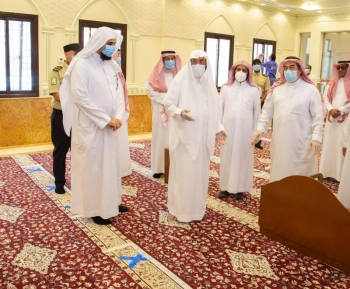 Minister of Islamic Affairs, Call and Guidance Dr. Abdullatif Al-Asheikh conducted an inspection tour of a number of mosques situated on the outskirts of the city of Riyadh to assess their readiness to receive worshipers.