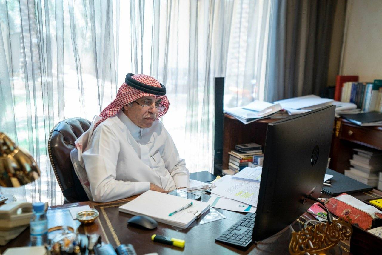 Minister in Charge of Media Dr. Majid Al-Qasabi, during his virtual meeting with over hundred of male and female opinion writers.