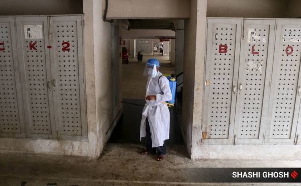 A healthcare worker in Kolkata. The number of infections in India neared 900,000 on Monday with a record 28,701 cases reported in the past 24 hours. — Courtesy photo