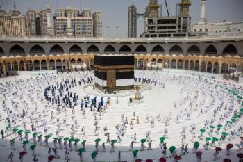 Saudi Arabia allows gradual resumption of Umrah from Oct. 4