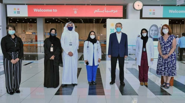 Abu Dhabi Health Services Company (SEHA) hosted John Rakolta Jr., the US Ambassador to the UAE, to share the latest developments surrounding the success of the third phase of the COVID-19 vaccine clinical trials.