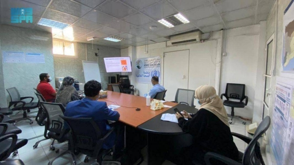 During the three-day training course that began on Wednesday, a number of doctors from the Yemeni Ministry of Public Health and Population will be briefed on ways to take continuous measures to combat coronavirus infection and limit its spread, in addition to dealing with infected people in isolation centers.