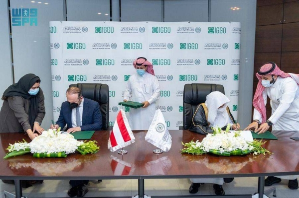 Secretary-General of the Muslim World League Dr. Mohammed Bin Abdulkarim Al-Issa held talks with a delegation of the Islamic Commission in Austria led by its president Umit Vural in Riyadh on Tuesday.