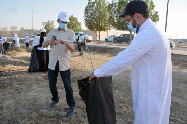 The Eastern Province Municipality, in cooperation with the Social Development Center in Al-Qatif Governorate, implemented on Saturday the