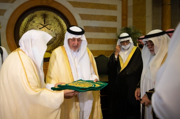 On behalf of the Custodian of the Two Holy Mosques King Salman, Makkah Emir Prince Khalid Al-Faisal, advisor to Custodian of the Two Holy Mosques, handed over the kiswa (cover) of the Holy Kaaba to Saleh Al-Shaibi, senior keeper of Kaaba, at a ceremony held at his emirate office in Jeddah on Sunday.