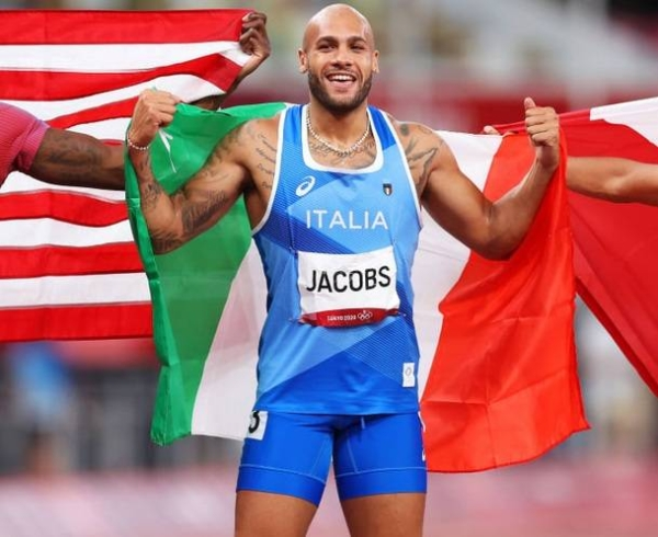 Jacobs, who only switched away from long jump in 2018, streaked clear to win in 9.80 seconds, 0.04 clear of American Fred Kerley. (Olympics)