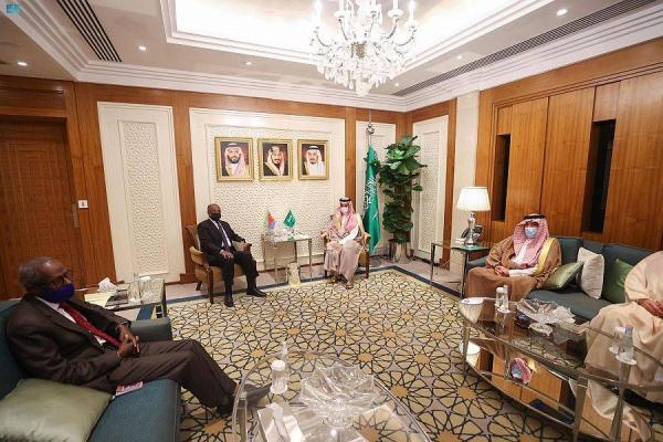 Saudi Foreign Minister Prince Faisal Bin Farhan Bin Abdullah met here on Thursday with his Eritrean counterpart Osman Saleh.