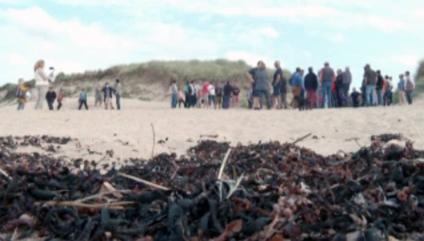 Hundreds of people gathered on Saturday on the French beach of Armanville to air their grievances as the expiry deadline for their fishing licenses approaches.